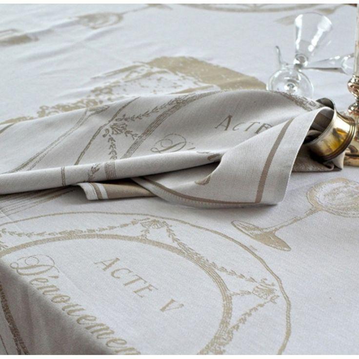 Nappe et serviettes, ensemble d'art de la table tissé dans la tradition du linge basque, un cadeau inspiré de la magie du théâtre.