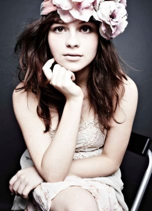 ■気取らない黒豹Gabrielle Aplin   ガブリエル・アプリン 1992/10/10生まれ、イギリスの歌手、シンガーソングライター。