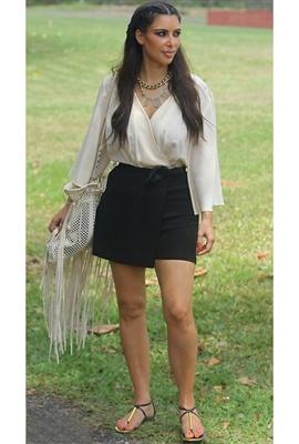 Kim Kardashian - Grecian goddess in Dolce Vita Archer Sandal