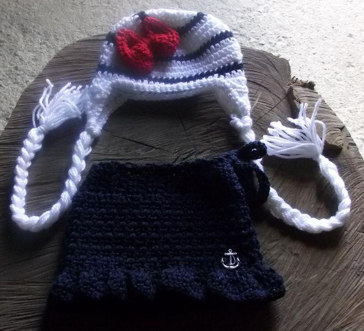 conjunto de gorro e saia confeccionados em crochê em fio antialérgico. <br>detalhes - laço e pingente de ancora <br>cor - branco/vermelho e azul marinho <br>tamanhos - RN / 1 a 3 / 3 a 6 meses