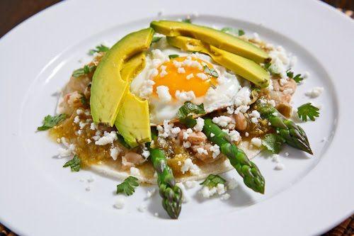 asparagus huevos rancheros.: Huevos Rancheros, Breakfast Brunches, Cooking Recipe, Asparagus Huevos, Food Bloggers, Rancheros Recipe, Foodies Stuff, Cooking Asparagus, Drinks Recipe
