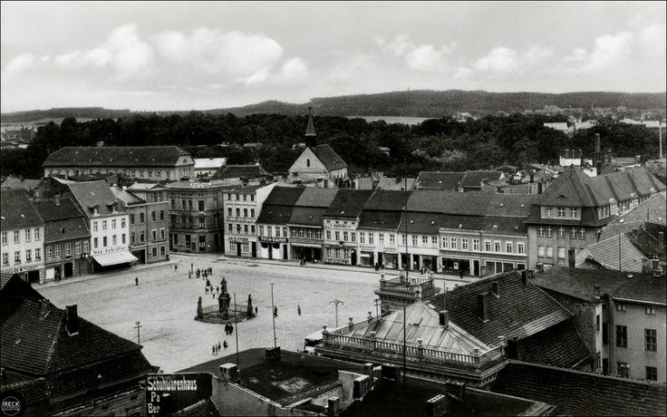 Köslin ( Koszalin ) in Pommern - Blick über den Markt auf den Gallen.