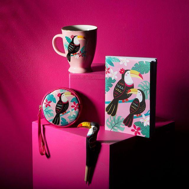 تشكيلة الطوقان تاكي بألوان ريشه الزاهية و تصميمة الاستوائي يبعث في النفس البهجة قريبا على موقع ركتانقل Instagram Posts Glassware Mugs