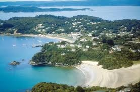 Bill ✔️  Beautiful Oban, on Stewart Island, (NZ's 3rd largest Island), Southern New Zealand.    Bill Gibson-Patmore.  (curation & caption: @BillGP). Bill✔️