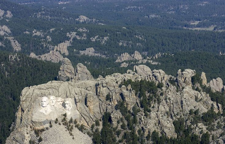 Mount Rushmore - 15 Famous Landmarks Zoomed Out To Show Their Surroundings | Bored Panda
