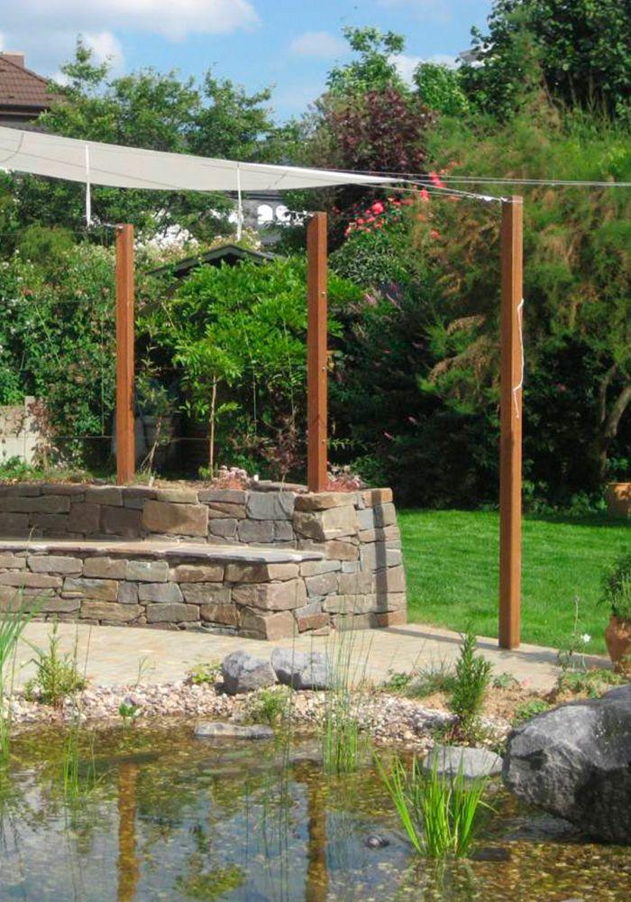 Schöner Garten In Stadthaus Mit Großem Fischteich Und Sonnensegel