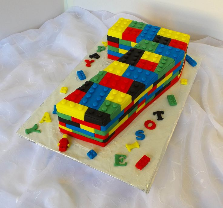 https://flic.kr/p/vB5kGm | Lego themed birthday cake
