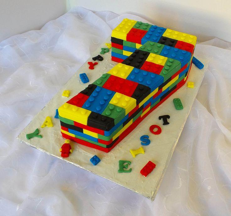 https://flic.kr/p/vB5kGm | Lego themed birthday cake