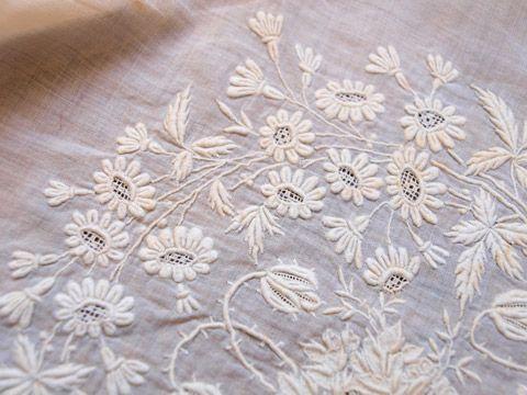 フォン・ド・ボネ 白糸刺繍 18cm - フランスアンティーク雑貨 Mille Chats