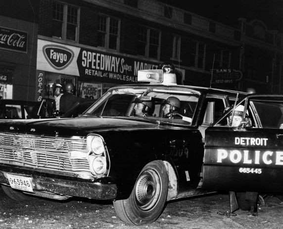 (26062) Riots, Rebellions, Detroit Police Department, Snipers, East Side, 1967
