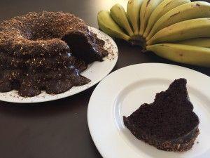 Bolo de Biomassa de Banana Verde com Chocolate e Calda de Brigadeiro de Biomassa