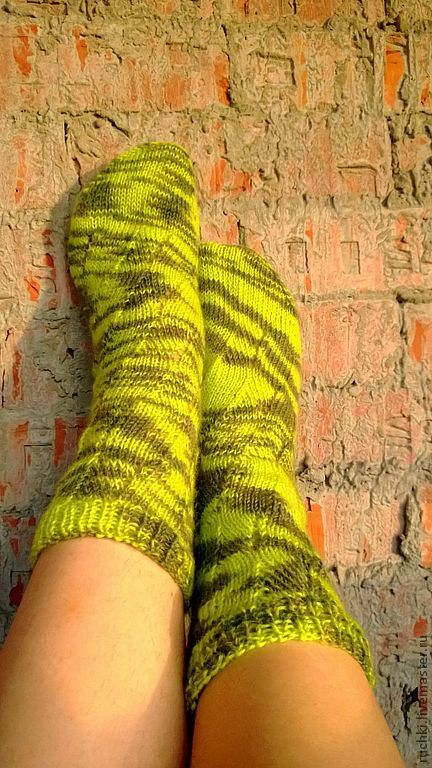 Hand knitted woman socks green for her от ONiksShop на Etsy