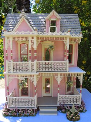 Dollhouses by Robin Carey: The Elizabeth Street Victorian Dollhouse