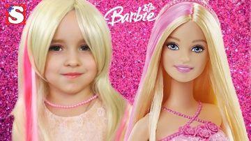 Супер МАКИЯЖ аквагрим для детей Игра КУКЛЫ ИГРУШКИ Барби  Princess In Real Life Makeup Barbie Doll http://video-kid.com/11179-super-makijazh-akvagrim-dlja-detei-igra-kukly-igrushki-barbi-princess-in-real-life-makeup-barb.html  TOYS FOR KIDS! Привет всем! Новая серия на канале Маленькая мисс. Супер превращение в Принцессу Барби. Мама делает Софии макияж Барби и прикрепляем розовую прядь на волосы. Как стать Барби. Как сделать красивый праздничный макияж. София очень любит играть в куклы Барби…