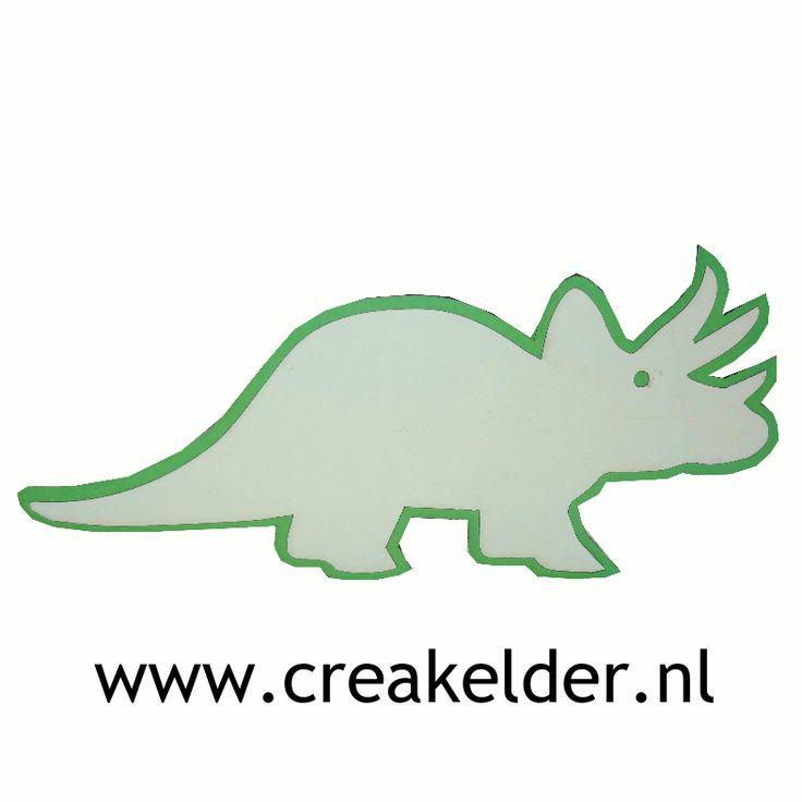Wat er met deze dino wordt getrakteerd mag je helemaal zelf weten. Maar met deze dino wordt iedere traktatie een waar feestje. www.creakelder.nl