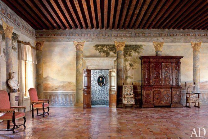 Studio peregalli renovates the historic villa bucciol near for Studi interior design roma