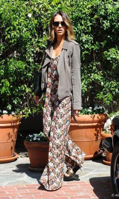 Jessica Alba : en combinaison fleurie à Los Angeles...