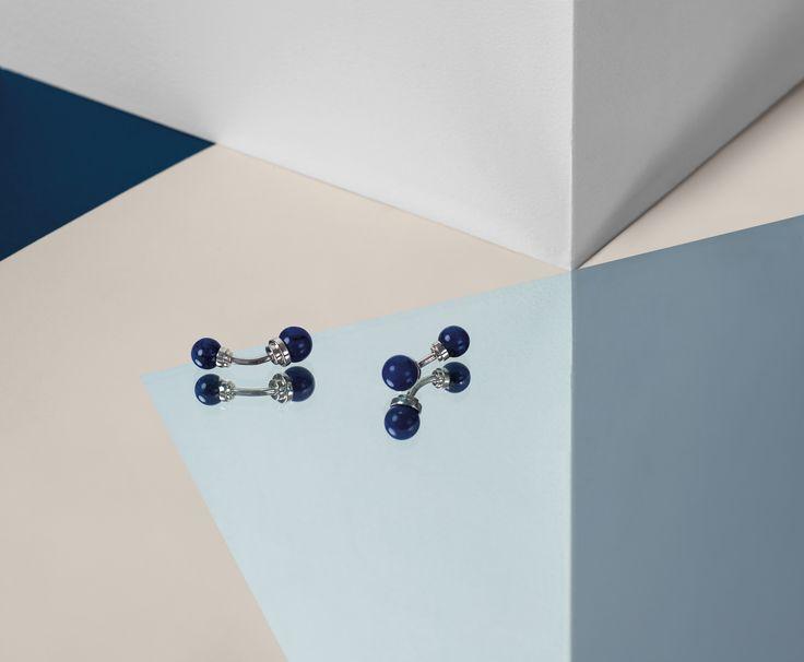 Boutons de manchette en argent avec perles en lapis-lazuli. Silver cufflinks with lapis-lazuli stone pearls. 685 €
