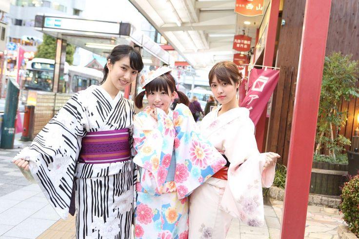 TREND DALAM MENGGUNAKAN YUKATA MUSIM PANAS DARI 5 MODEL TERKENAL JEPANG | ARTFORIA.COM  Berita Fashion Jepang – Hampir setiap tahunnya Jepang memang memiliki trend-trend baru dalam dunia fashion, dari mulai fashion modern seperti Harajuku Fashion sampai trend tradisional seperti dalam menggunakan sebuah Yukata yang kali ini akan kami berikan informasinya. 5 Model terkenal Jepang terlihat memamerkan gaya mereka dalam menggunakan Yukata, pakaian Yukata adalah salah satu pakaian tradisional…