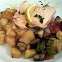 salmon al tomillo y limon con papas y verduras horneadas