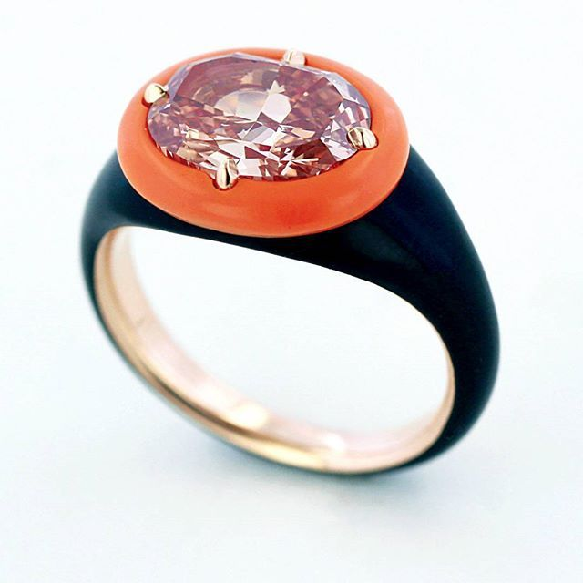 Orangey pink diamond in ceramic and gold by Taffin