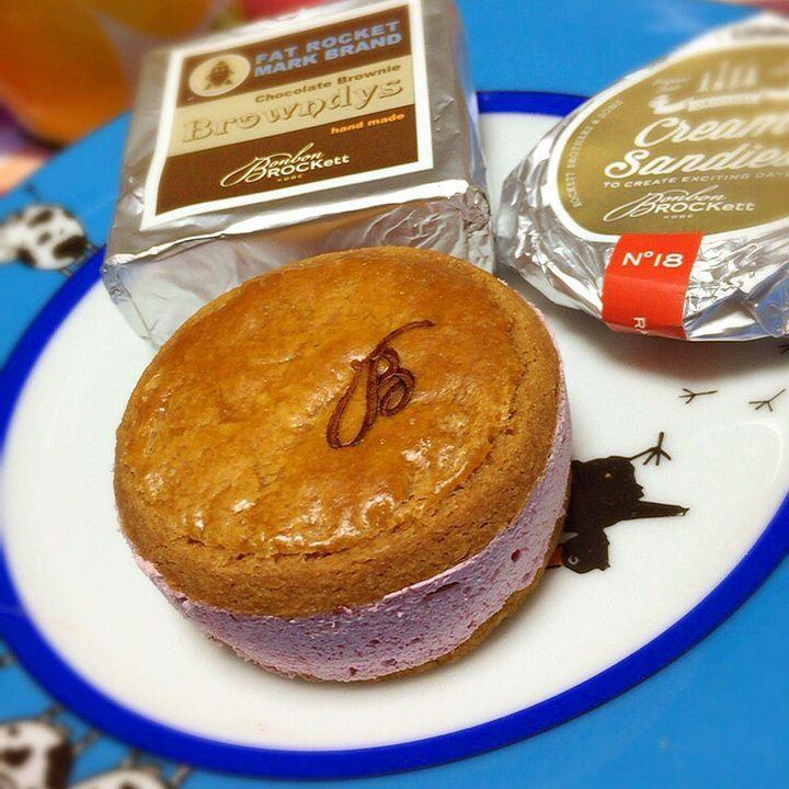 兵庫県・神戸にある日本唯一のバターサンド専門店「BonbonROCKett(ボンボンロケット)」様々なフレーバーのクリームをサブレでサンドしたバターサンドが常時20種