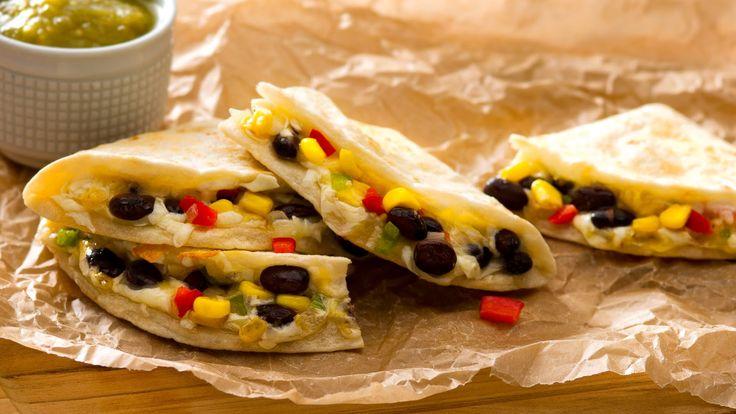 Proteína vegetal? No hay problema, esta quesadilla trae suficiente para todos! Receta: http://www.vvsupremo.com/recipe/quesadilla-de-frijoles-negros-y-elote