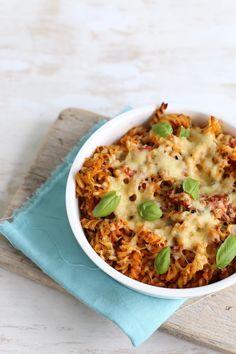 Pasta-ovenschotel met tomaat en pesto
