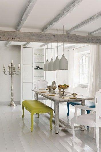 Etxekodeco: Una casa de campo blanquísima (con destellos de color)