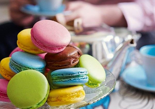 Multicoloured macaroons | Delicious.