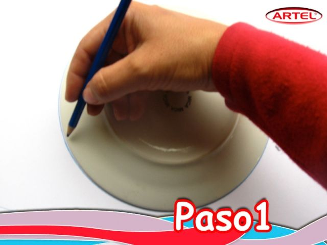 Paso 1: En un el block 99 Artel: Marcar un círculo de 18 cm. de circunferencia.
