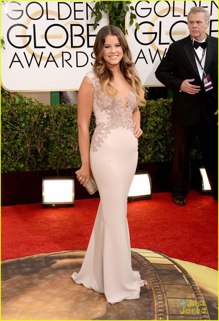 HER DRESS. Rhea Costa. I don't think I've ever liked a dress so much! Sosie Bacon - Golden Globe Awards 2014