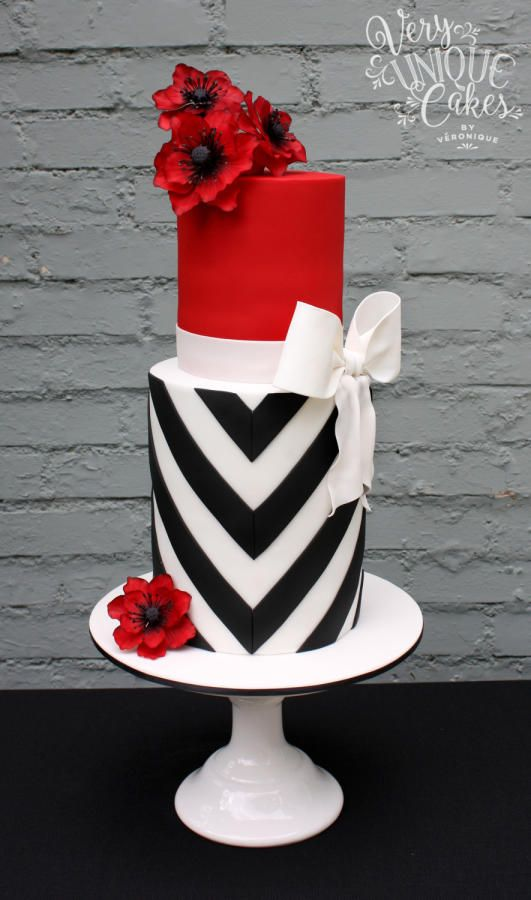 www.cakecoachonline.com - sharing...Elegant V-Stripes & Bold Poppies - Cake by Very Unique Cakes by Veronique