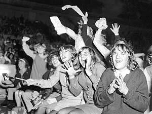 the beatlemania in the 1960s The beatles, history of beatlemania, meet the beatles.