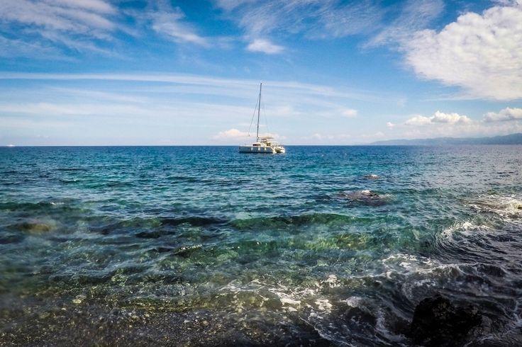 Милаццо / Италия / Сицилия / побережье / море / небо / катамаран #Milazzo #italia #sicily #sea #travel #sky #yacht #fotoolgavolyanskaya