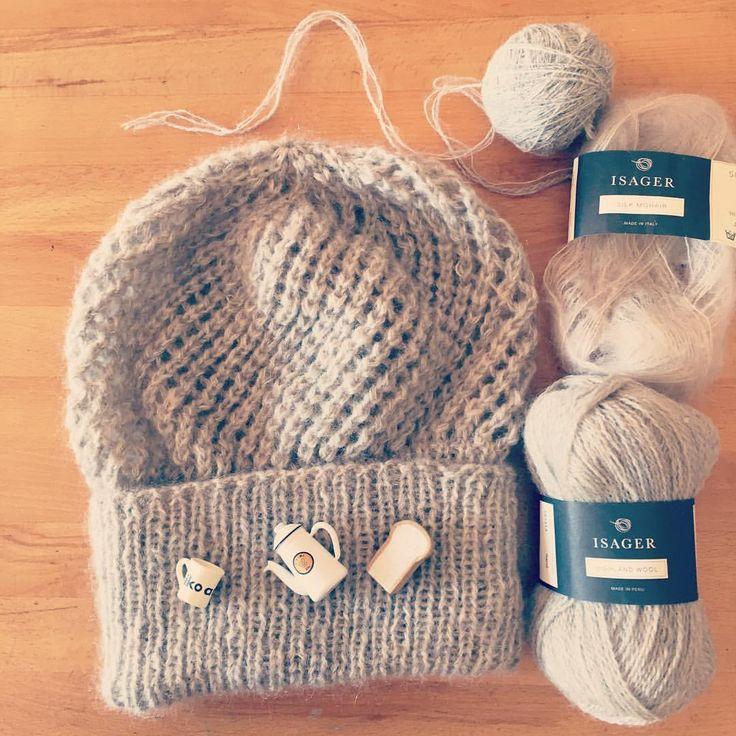 ふんわり食パンみたいなニット帽編みました🍞 居眠りしながら編んだら途中、目数が増えたり減ったり合ってたり結果1目少なく終わるという…💦 でも、あったかくて後ろにポヨンとたれる感じがお気に入りです。 # - yp223