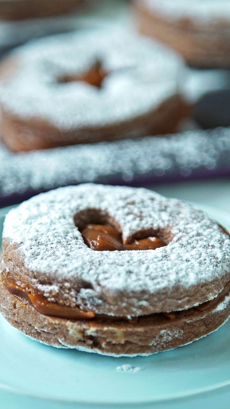 Cocoa and Stuffed Nut Cookies - You choose the shape, but what is not negotiable is the delicious filling of Dulce de Leche - Easy Cookie Recipes, Brownie Recipes, Gourmet Recipes, Sweet Recipes, Baking Recipes, Cake Recipes, Dessert Recipes, Keks Dessert, Delicious Desserts