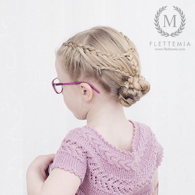 """""""Tredje trinn i dagens frisyre: hollandske fletter over i fjærfletter med halvt hollandske fletter under, samlet i en hestehale med fiskebeinsflette festet til en knute  / Step three in today's style: Dutch braids into feathered braids with Dutch lace braids underneath, gathered in a pony tail with a fishtail braid twisted into a bun """" Photo taken by @flettemia on Instagram, pinned via the InstaPin iOS App! http://www.instapinapp.com (01/14/2016)"""