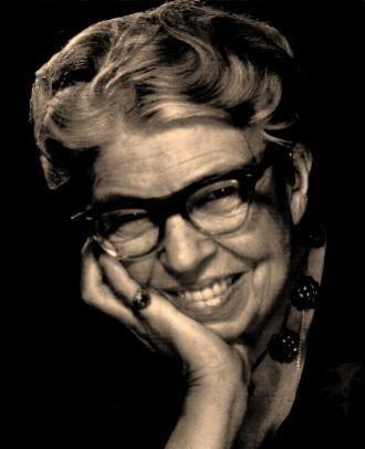 """""""Las grandes mentes discuten ideas;  Las mentes comunes discuten eventos; Las mentes pequeñas discuten gente.""""  Eleanor Roosevelt"""