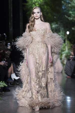 De modeshow van topontwerper Elie Saab vandaag in Parijs was feeëriek. Vloeiende, dromerige jurken en prachtige materialen. Een magisch geheel. Elke ...