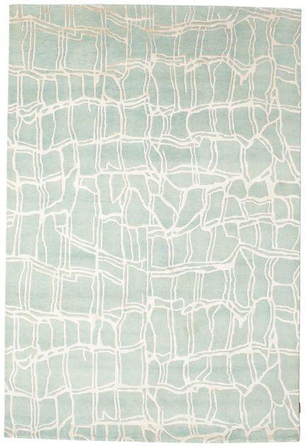 Dit tapijt is geknoopt in werkplaatsen in India. Het tapijt is iets grover met moderne patronen. Tegenwoordig is het tapijt vaak pastelkleurig naar westerse eisen. Lees hier meer over Indo tapijten...