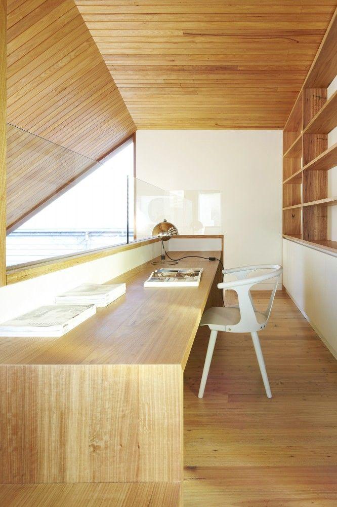 Bedroom loft office / reading space Fenwick Street House / Julie Firkin Architects