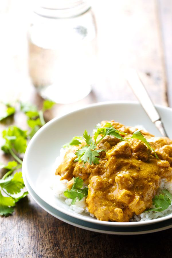 Chicken Shahi Korma - so simple and RIDICULOUSLY good. Chicken, paneer, cashews, and golden raisins all in a creamy, spicy sauce. @pinchofyum