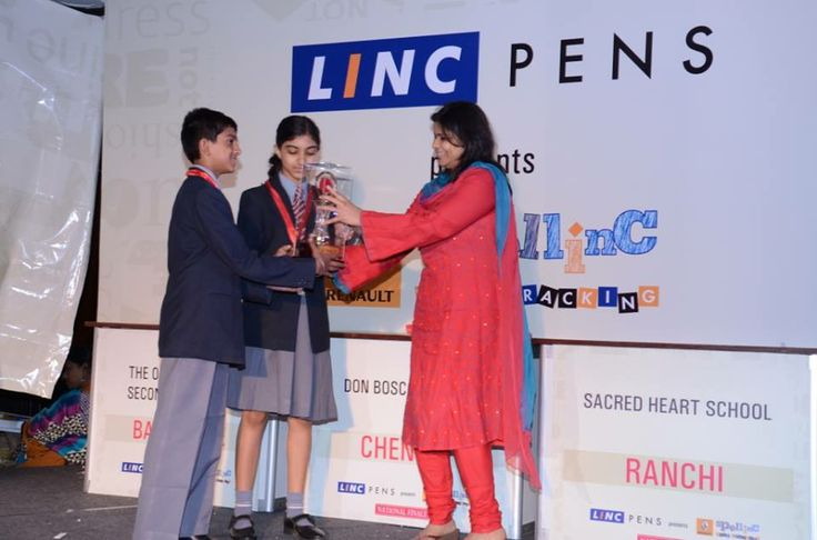 2nd Runners up received trophy from Mrs. Divya Agarwal-President MCCI Ladies Forum