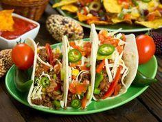Receta de Picadillo de Res en Tacos a la Mexicana con Pimiento y Chile verde | Dale una presentación diferente al picadillo de res con esta fabulosa receta que te encantará. Nosotros decidimos servirla en tortillas de harina y darles todo el sabor mexicano con el chile verde y el pimiento verde. Es una receta que te encantará y que te sacará de un apuro cuando te agarren las prisas para cocinar.