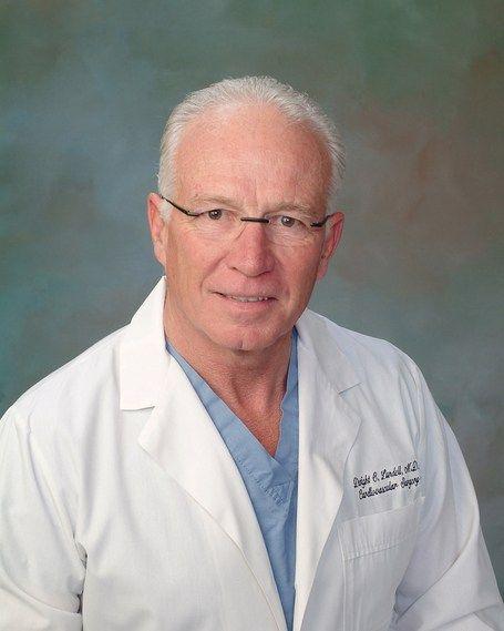 Wereldberoemde hartchirurg onthult ware oorzaak hartkwalen Fromniburu.nl(via@difpec) De wereldberoemde hartchirurg Dwight Lundell heeft 25 jaar ervaring in zijn vakgebied, heeft meer dan 5.000 o…