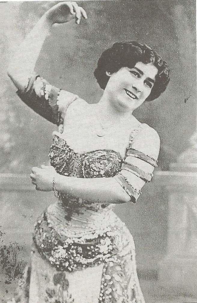 Vision occidentale de la danse orientale 1900-1920. Photographie