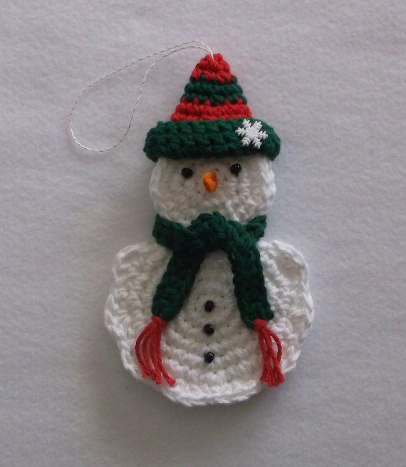 Adorno de muñeco de nieve de ganchillo y titular de la tarjeta