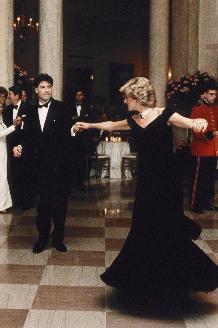 """All'Asta il """"Travolta Dress"""", l'abito indossato da Lady D"""