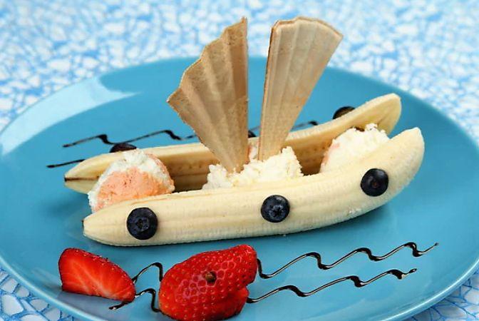 Вы хотите приготовить вкусный, оригинальный и быстрый десерт для детей? Предлагаем вам рецепт десерта «Корабль», который подходит для многих случаев: для день рождения, встречи с друзьями, а также ежедневного полдника.  Мороженое для детей «Корабль» придется по